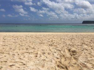 青い空・白い砂浜・透き通った海
